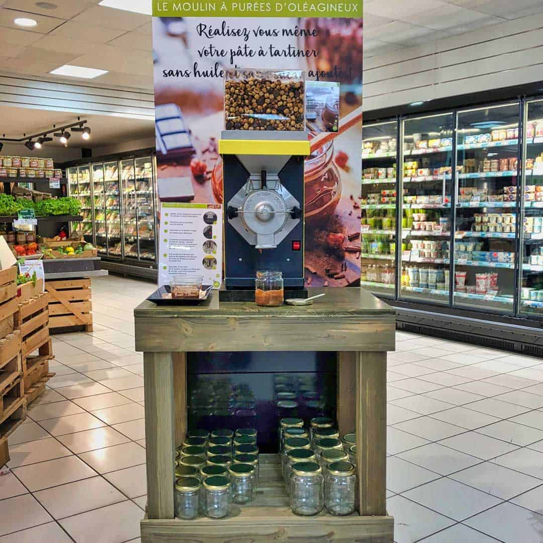 Vince-Russell-Nut-Butter-Mill-station-for-European-stores-Moullin-a-Pate-tartiner